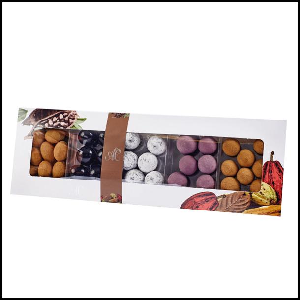 Chokoladen drageé æske med 5 lakridsvarianter.